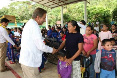 Fernando Toranzo continúa su gira de trabajo en zona huasteca