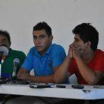 Familiares de normalistas exigen hablar con Peña Nieto