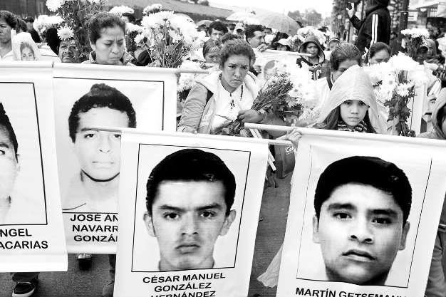 Oran en la Basílica de Guadalupe por que regresen con vida los estudiantes