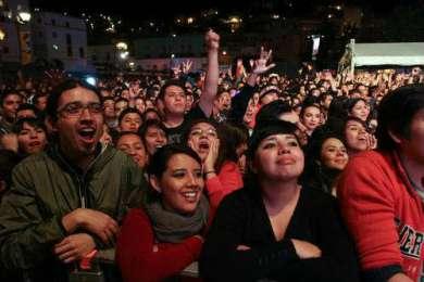 En la clausura del Cervantino, solidaridad con los 43 desaparecidos de Ayotzinapa