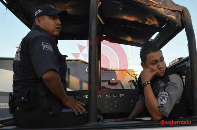 Trabajador de la empresa Panamericano amenaza con arma a traileros