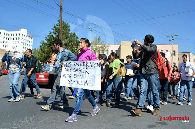 Fracasa marcha de universitarios en apoyo a normalistas guerrerenses