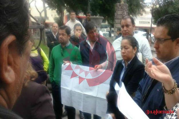 Vecinos del Jardín Colón se reúnen por fin con autoridades municipales