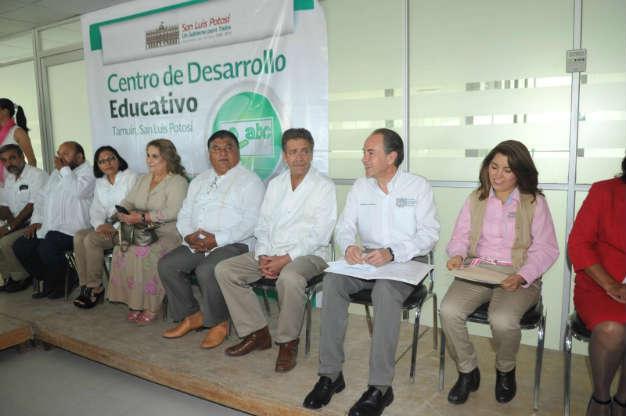 Toranzo entrega obras en la zona Huasteca