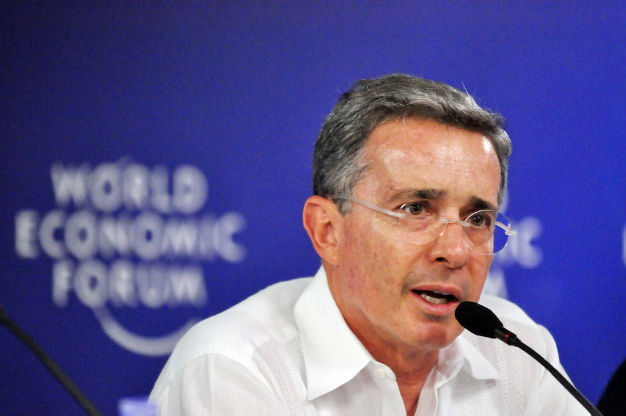 """Las FARC, """"corresponsables del asesinato"""" de los 43: Álvaro Uribe"""