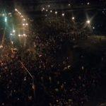 Policías arremetiendo contra manifestantes pacíficos en el Zócalo