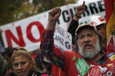 """Miles toman las calles de España en demanda de """"pan, trabajo y techo"""""""
