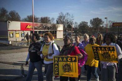 Empieza marcha de 7 días en Ferguson; exigen una profunda reforma de la policía
