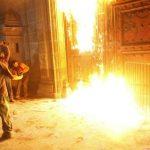 Arde la puerta principal de Palacio Nacional tras la marcha al Zócalo