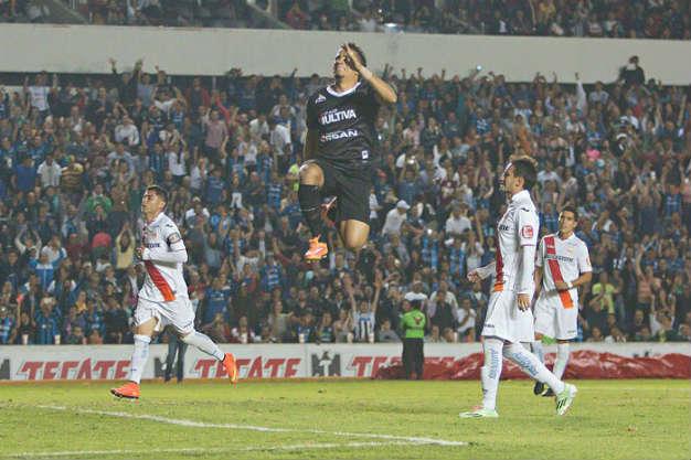 Gallos derrota 2-0 a Morelia y mantiene esperanzas de liguilla