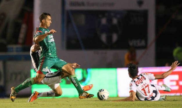 Jaguares remonta a Monterrey; 2-1 en casa de Rayados
