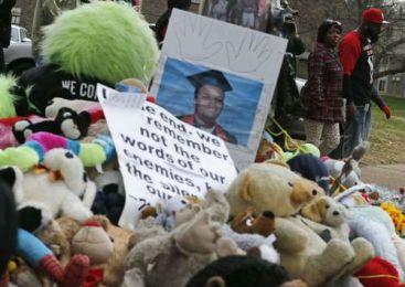 Ferguson, en espera de que se decida si hay cargos contra el policía que mató a Brown