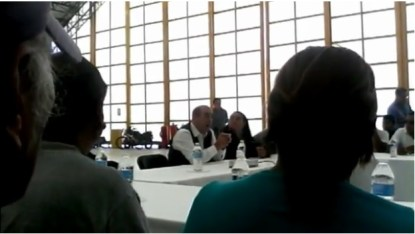 Murillo Karam informa a familiares de las muertes de estudiantes