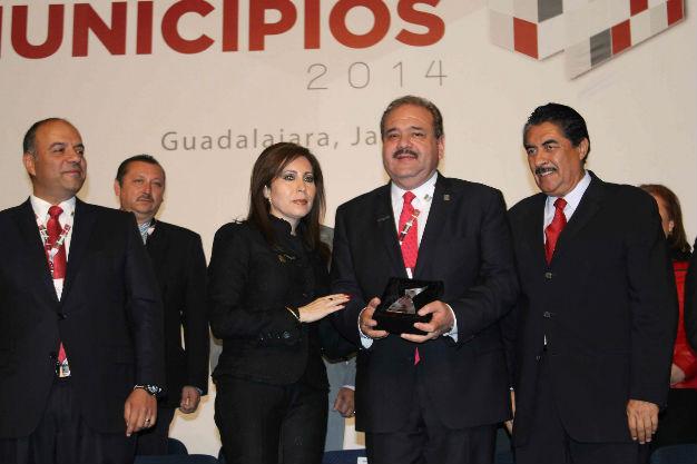 Recibe SLP premio al buen gobierno por innovaciones tecnológicas