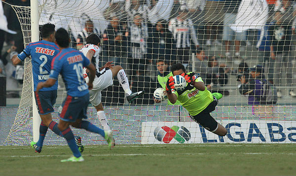 Monterrey asegura liguilla con 1-0 a Chivas