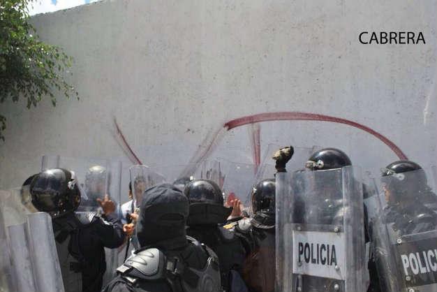 Golpean policías de Guerrero a reporteros