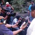 """Padres van a basurero de Cocula y denuncian """"montaje"""""""