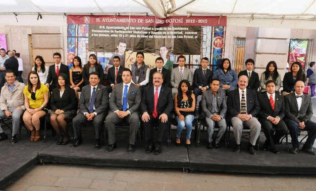 Presentan a integrantes del Cabildo Juvenil 2014
