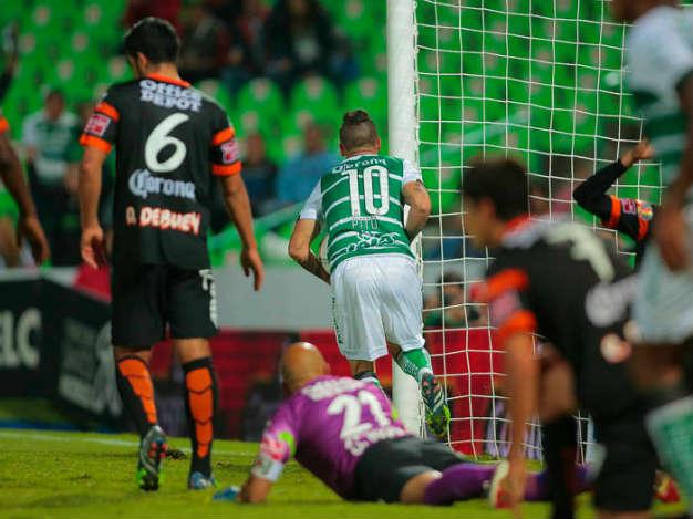 Santos se mete a zona de calificación con 2-1 a Pachuca
