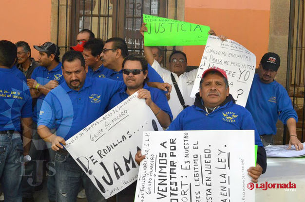 Taxistas exigen a la SCT erradicar unidades pirata