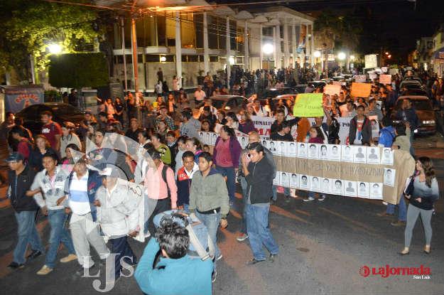 Sobreviviente de Ayotzinapa encabeza marcha en SLP