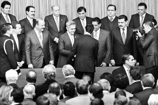 """Peña Nieto hace suyo el grito: """"¡Todos somos Ayotzinapa!"""""""