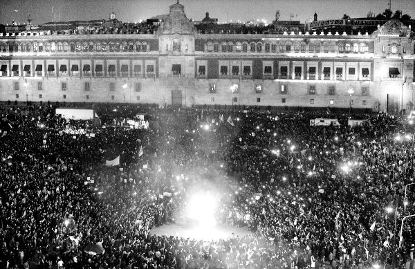 Enfrentamiento frente a Palacio Nacional