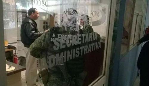 Quince soldados armados entran a campus Torreón de UACoahuila con lista de activistas