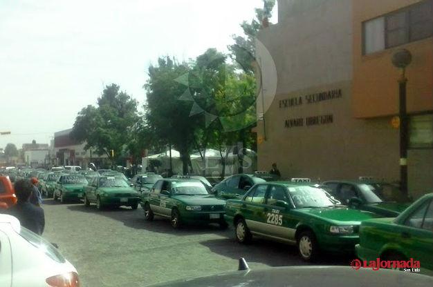 Taxistas exigen cese de unidades piratas