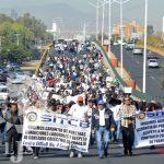 Con manifestación, trabajadores del Cobach exigen el pago de su aguinaldo