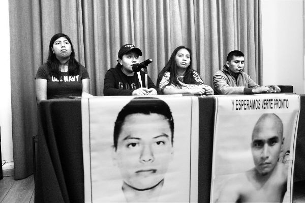 """""""Sí, estamos manipulados por el dolor"""": familiares de normalistas a Soberón Sanz"""