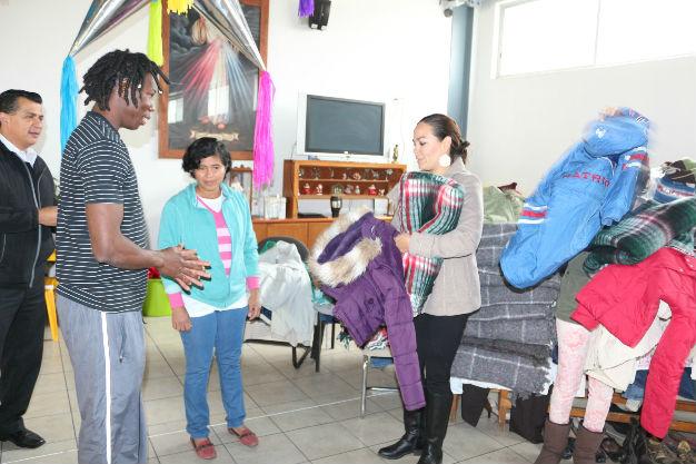 Gobierno municipal de SLP entregar ropa y cobijas a migrantes