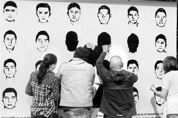 AI entrega a la PGR más de 120 mil firmas de personas que exigen justicia
