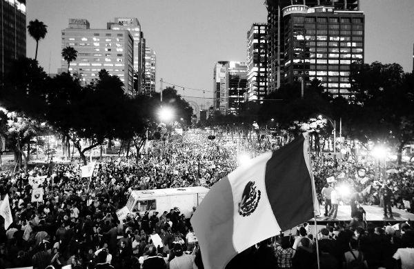"""""""Peña, tú no eres Ayotzinapa"""", claman en multitudinaria marcha"""